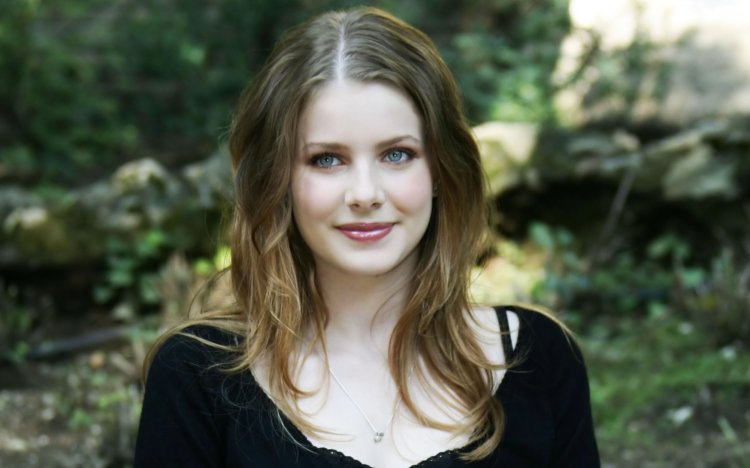 Rachel_Hurd-Wood_English_actress